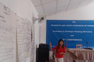 An Nang - ny sekreterare pratar på kongressen
